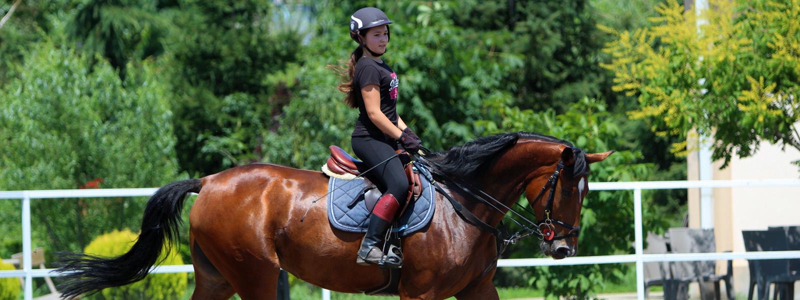 Evenimentul: Pe cai la Izvor, organizat de clubul de echitaţie Western Dream