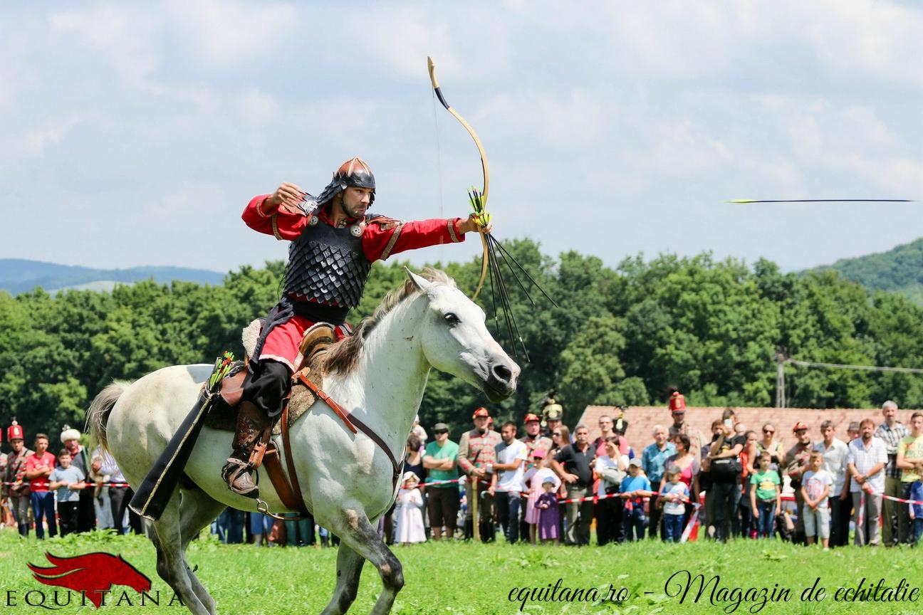 Record mondial obţinut de călărețul arcaș Pászka Lehel